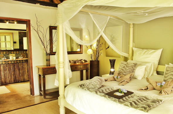 Sleep in luxury at the Kambaku  Safari Lodge.